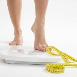 El peso y la altura (IMC) de manera aislada, son malos indicadores de nuestro estado nutricional y salud. Hay que valorar más parámetros